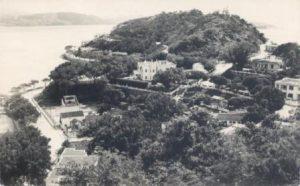 Vista de parte da Praia Pequena e Colina da Barra